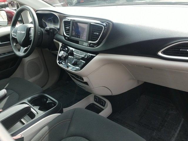 Chrysler Pacifica 2018 price $26,999