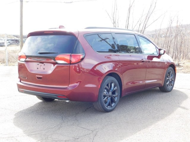 Chrysler Pacifica 2019 price $40,069