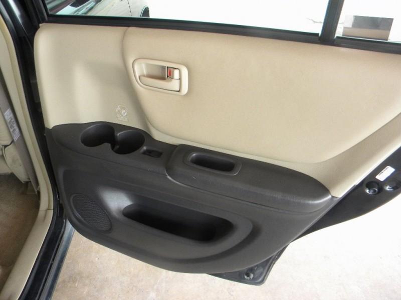 Toyota Highlander 2001 price $10,999