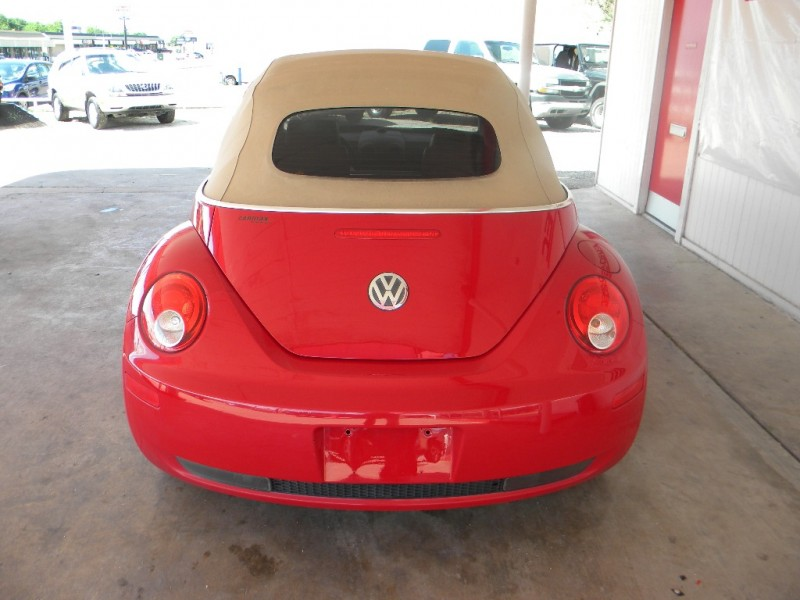 2006 Volkswagen New Beetle Convertible 2dr 2 5l Auto Inventory Eurospec Auto Dealership In