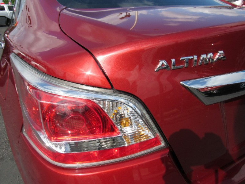 Nissan Altima 2015 price $5,995