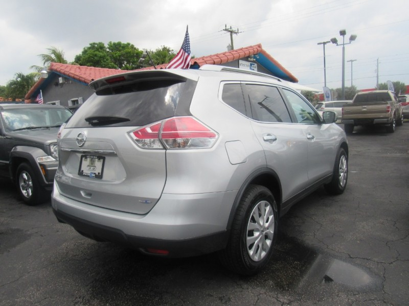 Nissan Rogue 2016 price $10,495
