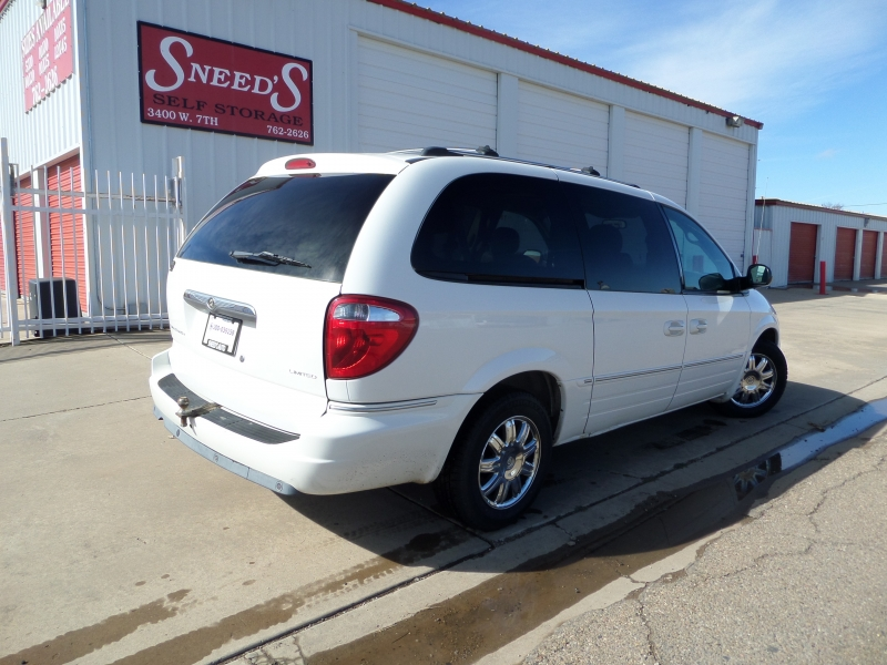 Chrysler Town & Country 2005 price $5,450
