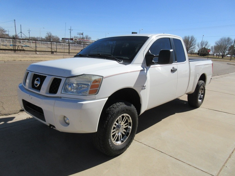 2004 nissan titan le king cab 4wd inventory sneed 39 s auto and self storage auto dealership. Black Bedroom Furniture Sets. Home Design Ideas