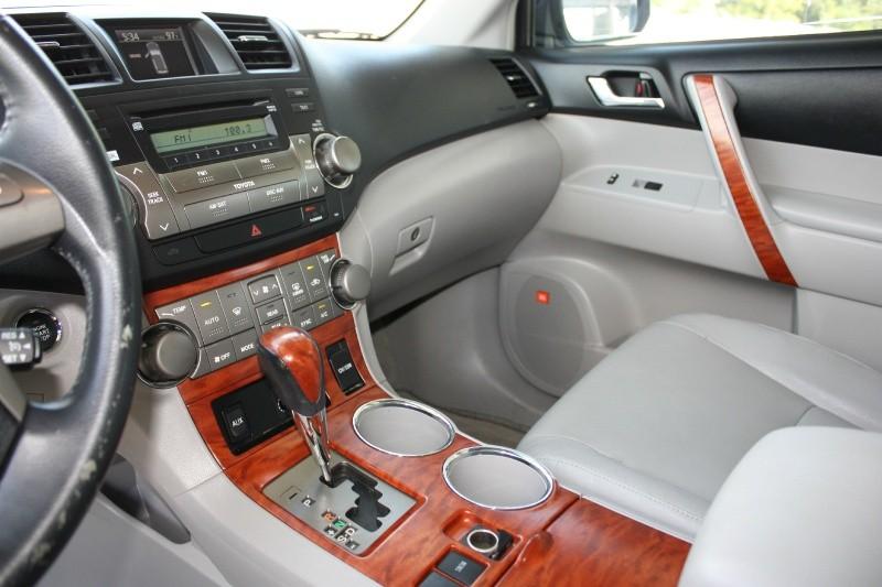 Toyota Highlander 2008 price $11,988