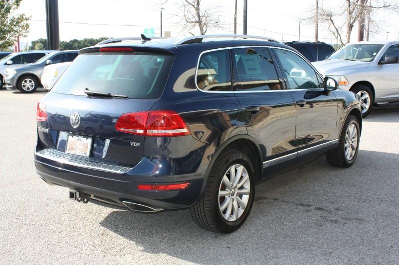 Volkswagen Touareg 2012 price $9,988