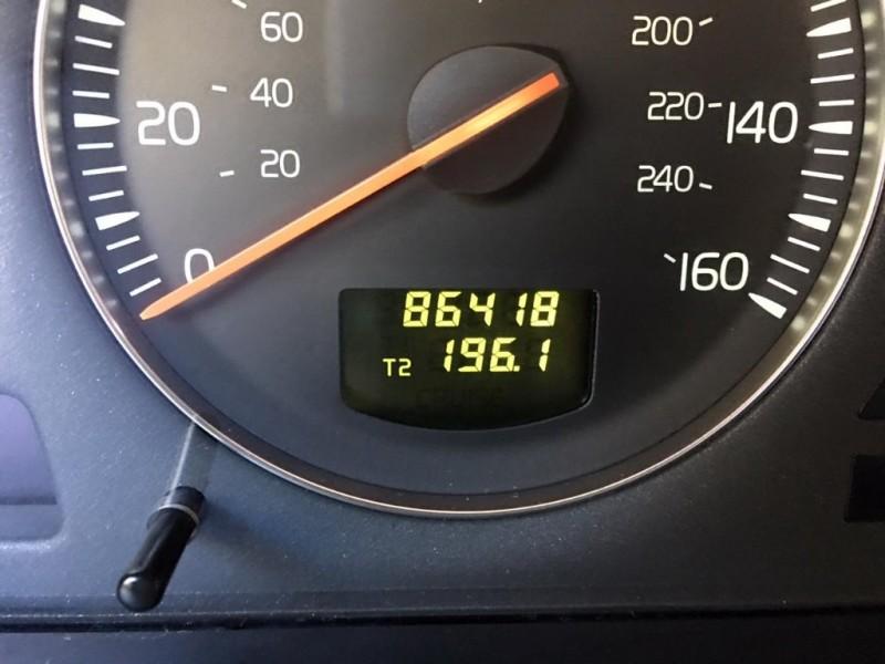Volvo XC 70 2004 price $4,288