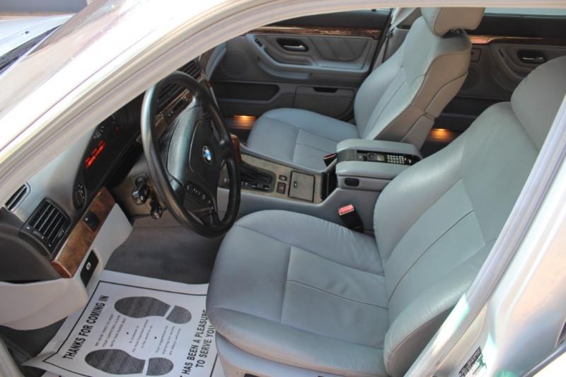 BMW 7-Series 2000 price $4,998