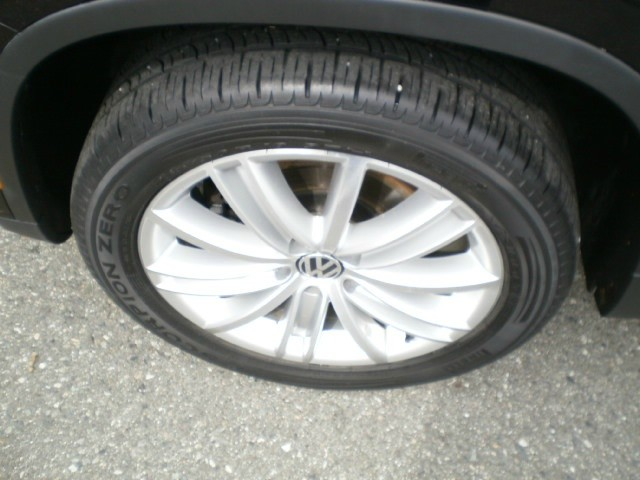 Volkswagen Tiguan 2009 price $10,580