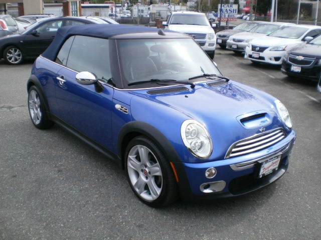 Mini Cooper Convertible 2005 price $9,980