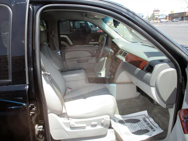 Chevrolet Suburban 2011 price $10,995