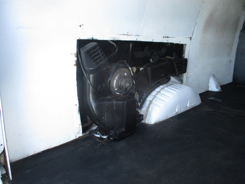 Ford Econoline Cargo Van 2005 price $7,995