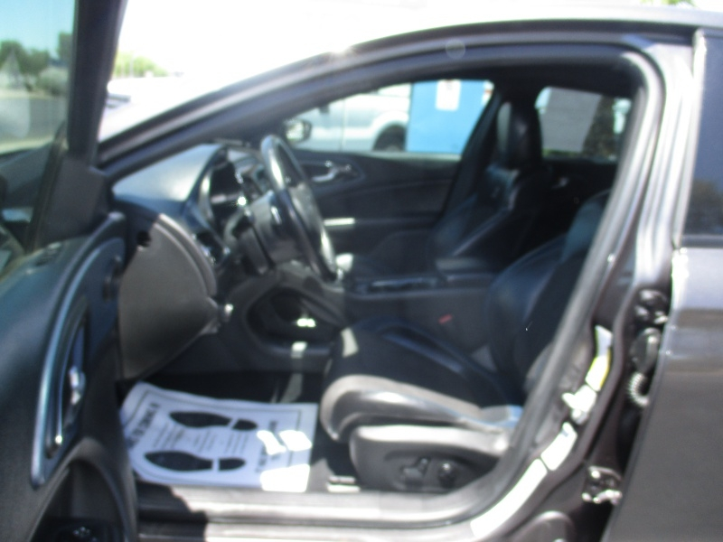 Chrysler 200S 2016 price $12,995