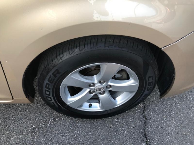 Toyota Sienna 2011 price $10,495