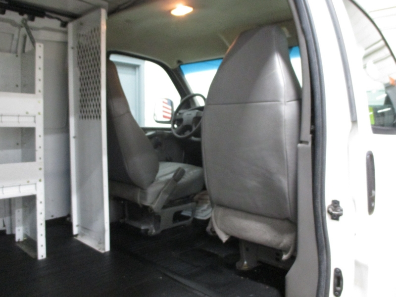 GMC Savana Cargo Van 2004 price $9,900