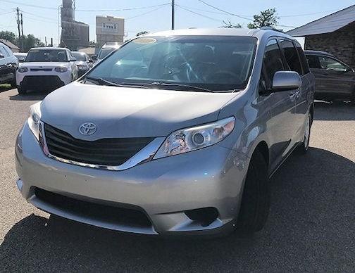 Toyota Sienna 2013 price $14,997