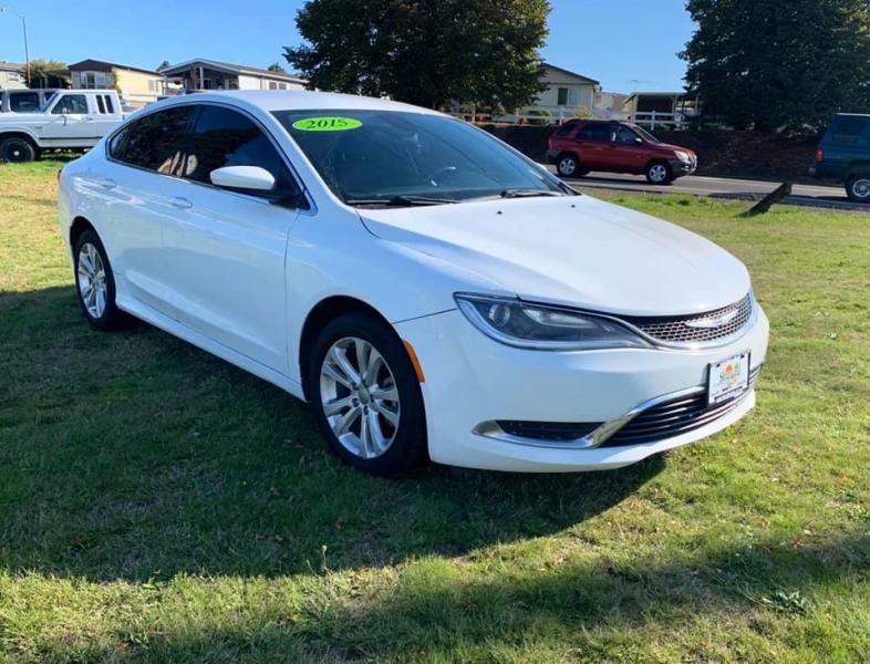 Chrysler 200 2015 price $9,750