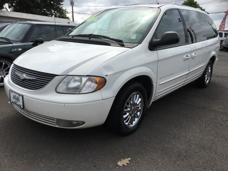 Chrysler Town 2001 price $2,990