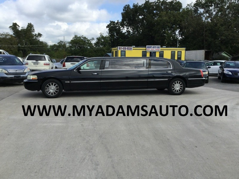 Lincoln Town Car 2004 price $7,999