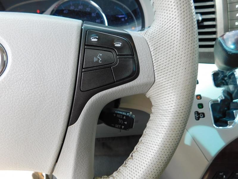 Toyota Sienna 2011 price $11,450