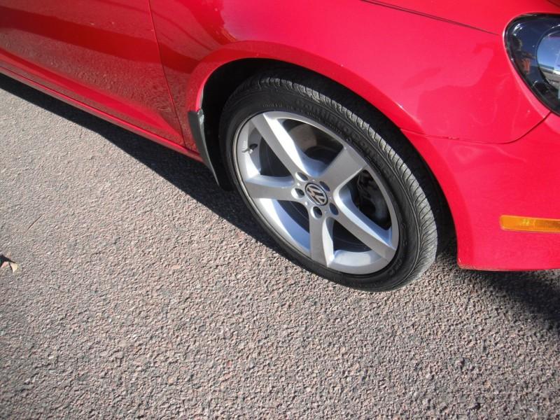 Volkswagen Jetta 2011 price $9,400