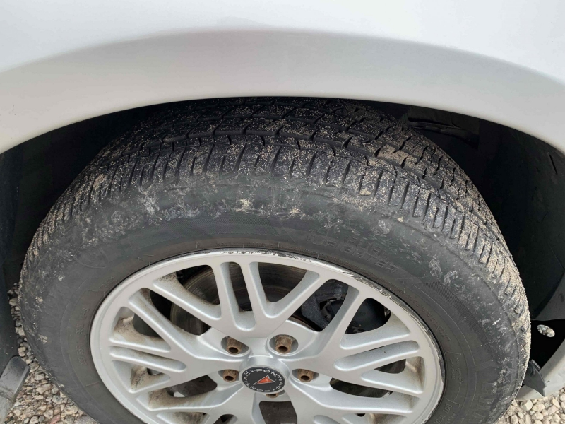 Pontiac Bonneville 2000 price $3,495