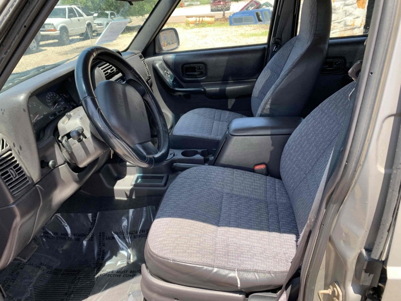 Jeep Cherokee 2001 price $5,900
