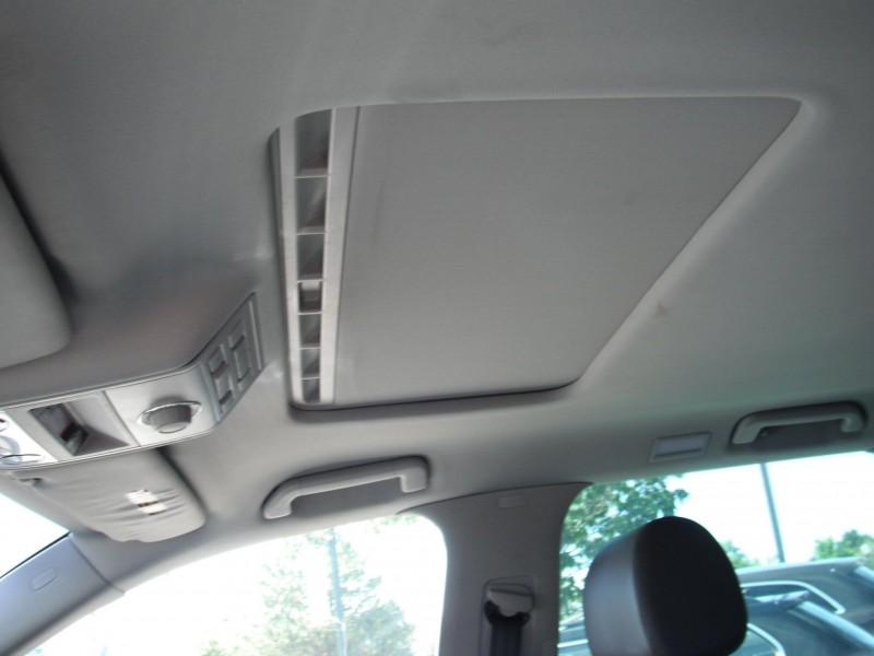 Volkswagen Touareg 2010 price $16,900