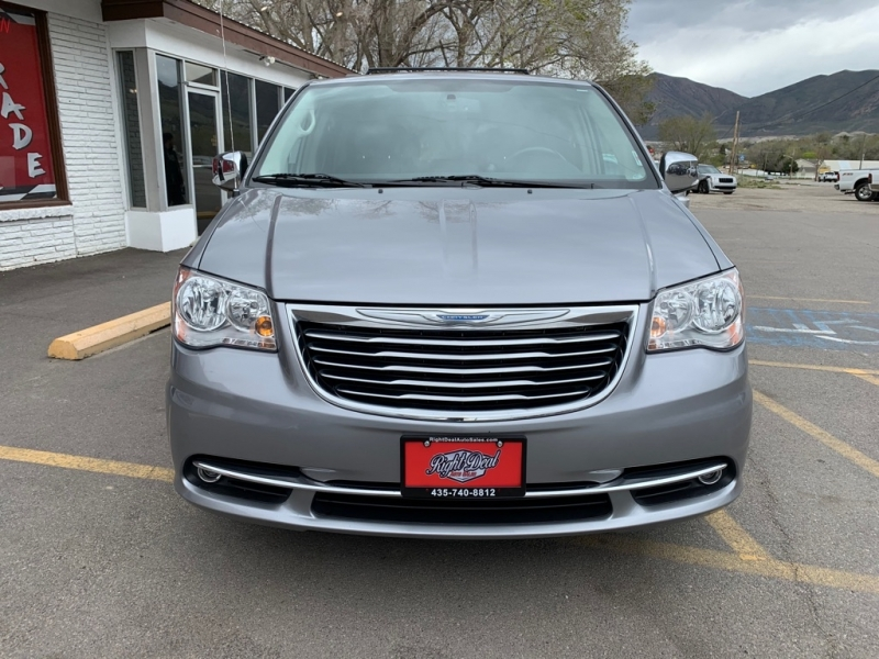 CHRYSLER TOWN & COUNTRY 2015 price $15,500