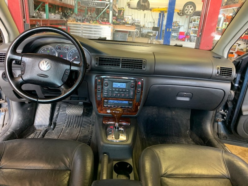 Volkswagen Passat Sedan 2004 price $1,900