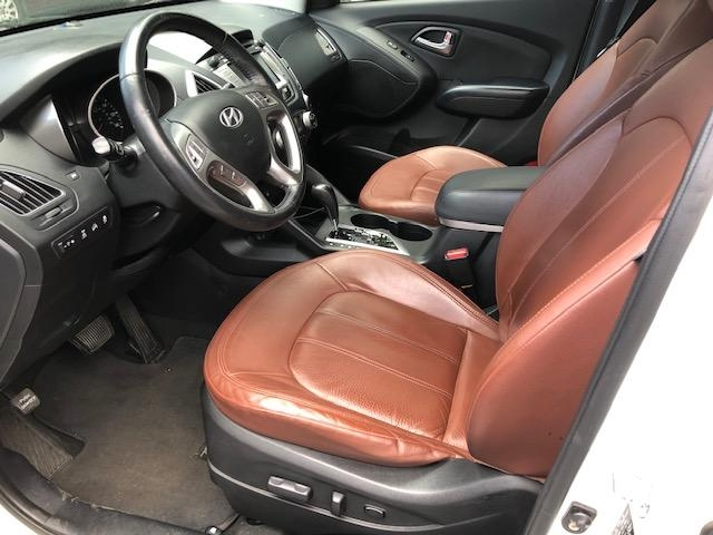 Hyundai Tucson 2011 price $11,971
