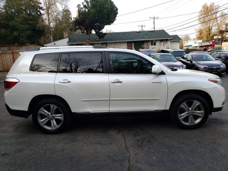 Toyota Highlander 2011 price $12,971