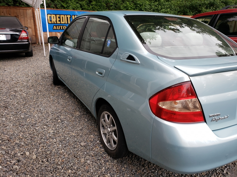 Toyota Prius 2001 price $2,971