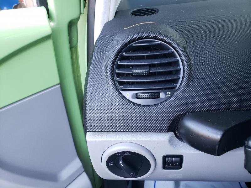 Volkswagen New Beetle 1999 price $2,971