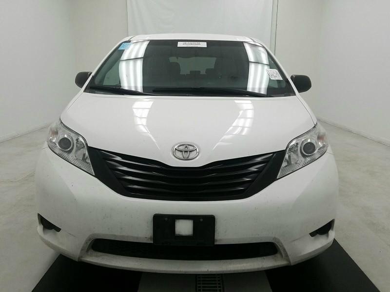 Toyota Sienna 2015 price $9,995