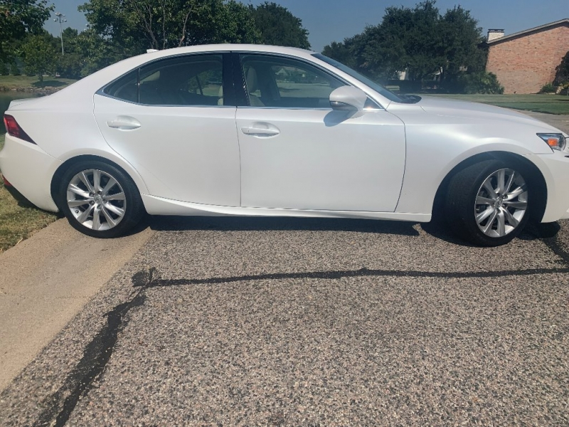 Lexus IS 200t 2016 price $22,995