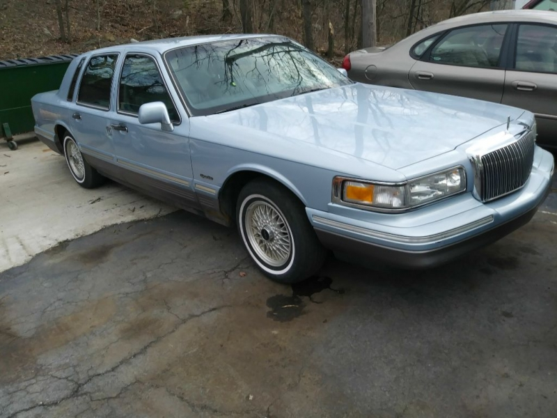 LINCOLN TOWN CAR 1997 price $1,995