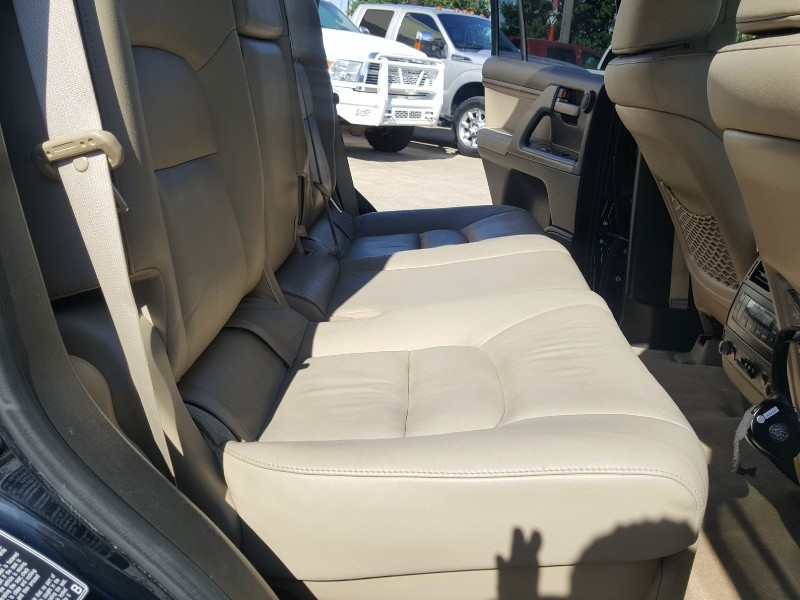Toyota Land Cruiser 2011 price $28,581