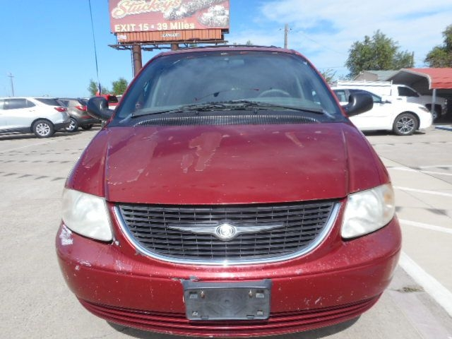 CHRYSLER TOWN & COUNTRY 2002 price $1,500