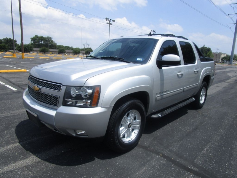 Chevrolet Avalanche 2011 price $17,995