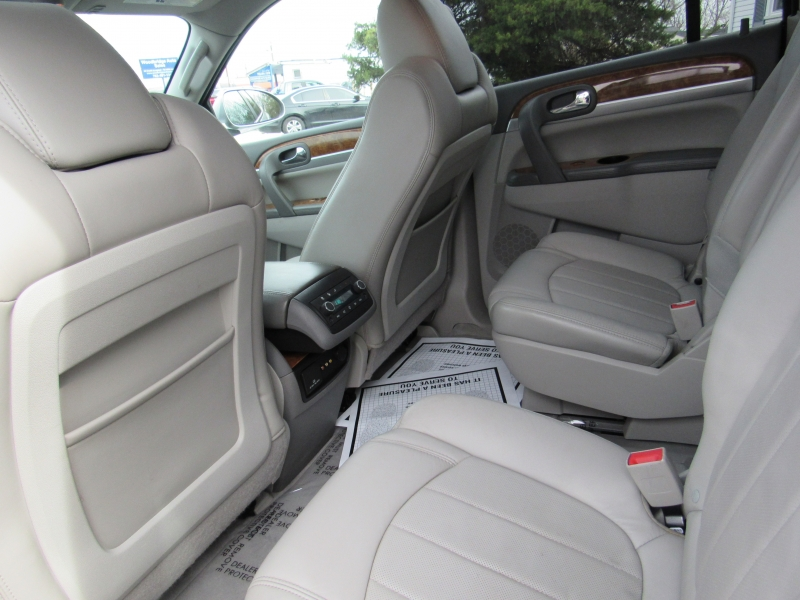 Buick Enclave 2011 price $9,495