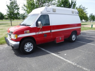 1995 Ford Ambulance // LoW MiLeS // 7.3L PoWeRStRoKe // Camper?