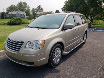 2009 Chrysler Town & Country // Limited Edition // LOADED!!!