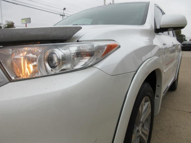 Toyota Highlander 2012 price $14,995