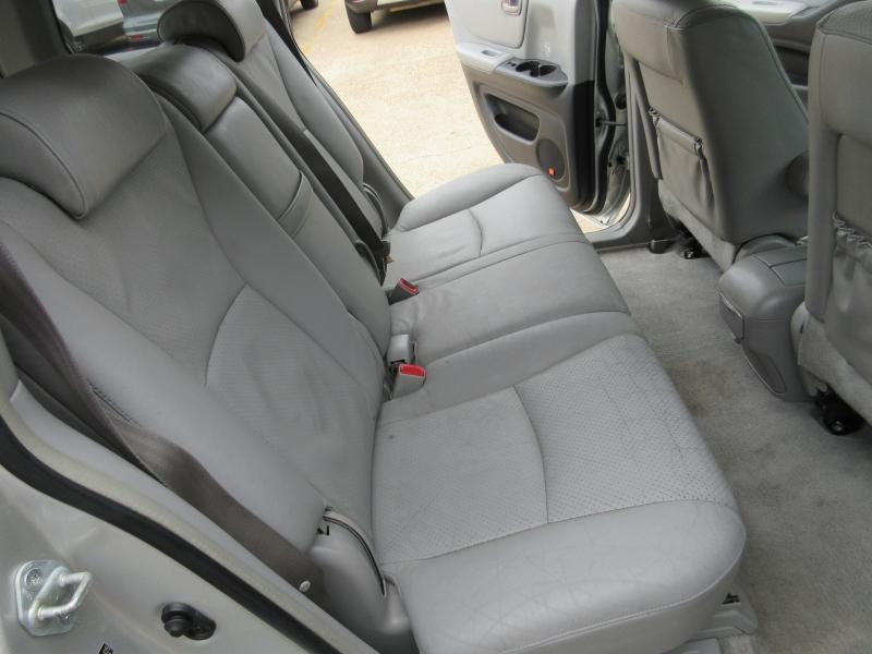 Toyota Highlander 2005 price $5,695