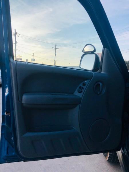 Jeep Liberty 2005 price $7,999