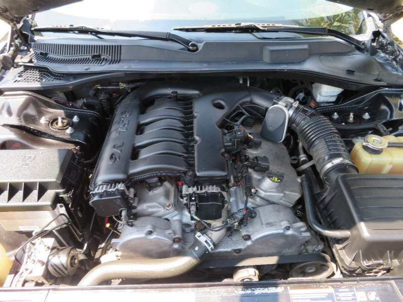 Chrysler 300-Series 2005 price $4,988