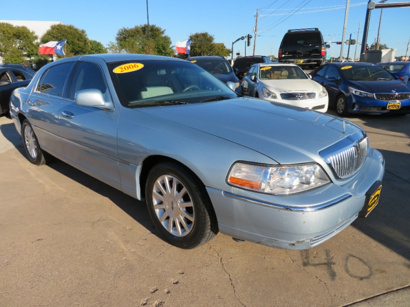 Lincoln Town Car 2006 price $7,995