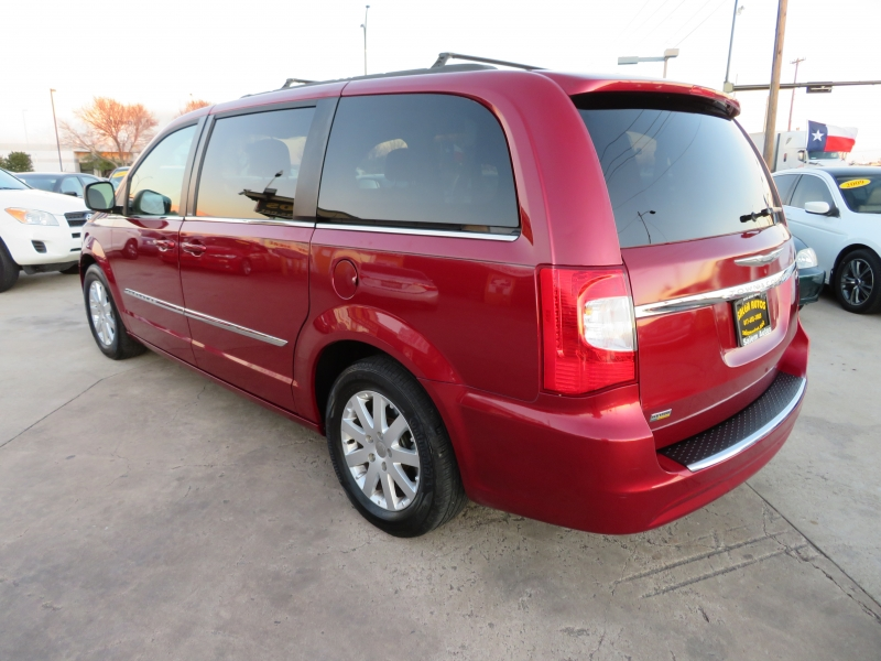 Chrysler Town & Country 2014 price $7,988