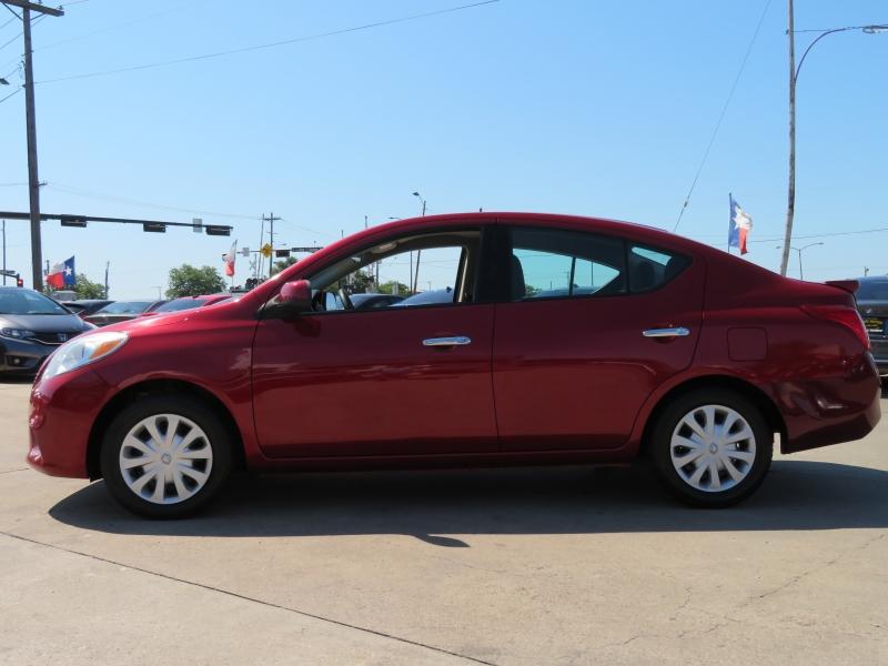 Nissan Versa 2013 price $4,995